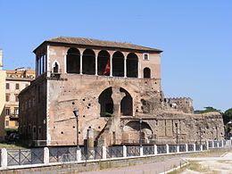 Casa_dei_Cavalieri_di_Rodi,_Trajan's_Forum,_Rome_-_with_flag